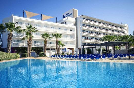 azuLine Hotel Bergantin Gebouw